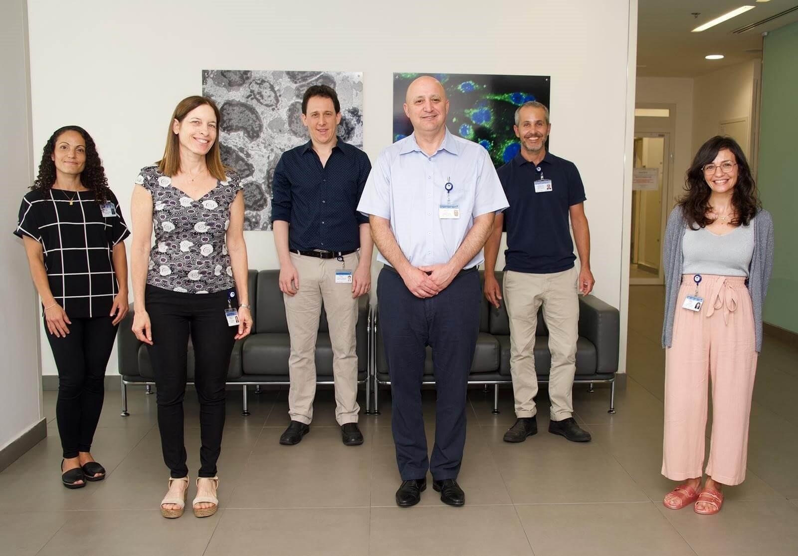 פרופ' ניר גלעדי והרופאים הבכירים במערך הנוירולוגי צילום: מירי גטניו, איכילוב
