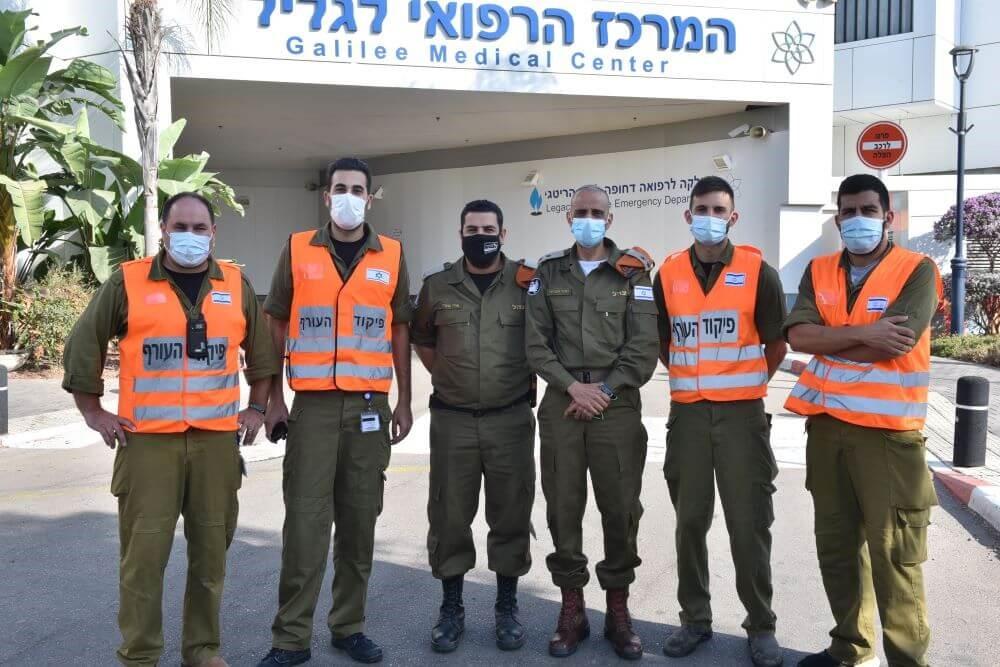 חיילי פיקוד העורף בבית החולים בנהריה צילום: אלי כהן