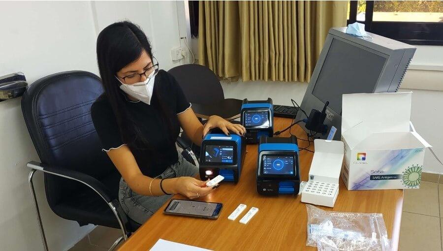 אנשי הצוות הרפואי והמהנדסים בהדרכה צילומים: שיבא, סופיה