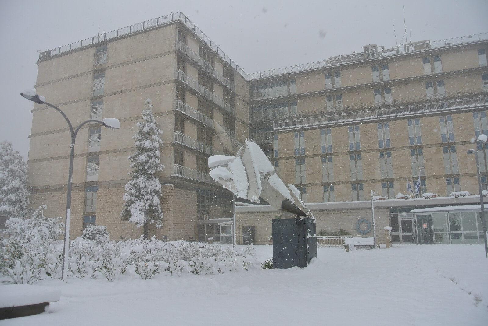 בית החולים בירושלים בסופת השלג לאחרונה צילום: שערי צדק