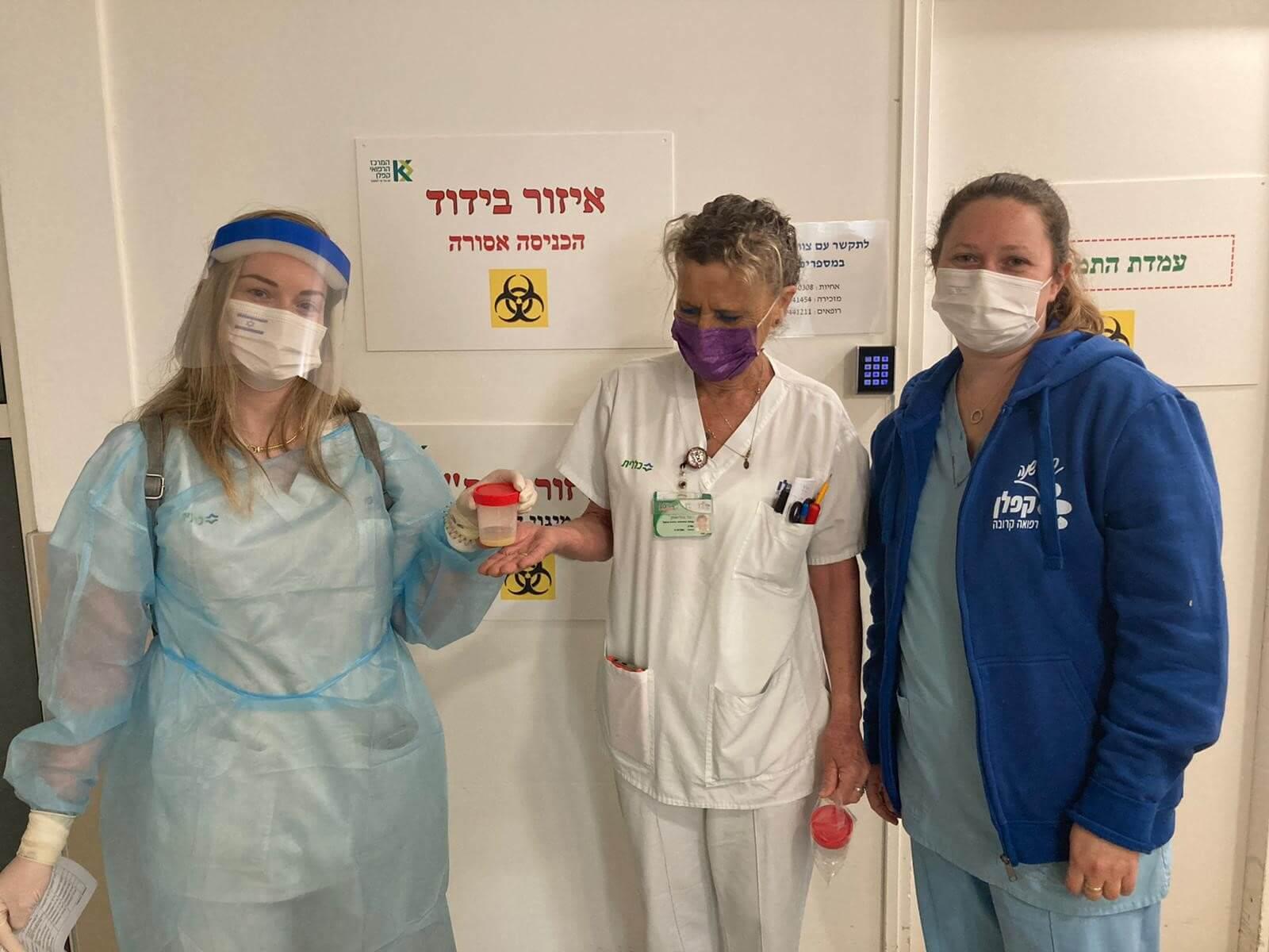 צוות טיפול נמרץ וצוות הפגיה עם חלב האם צילום: גלעד שעבני שופן