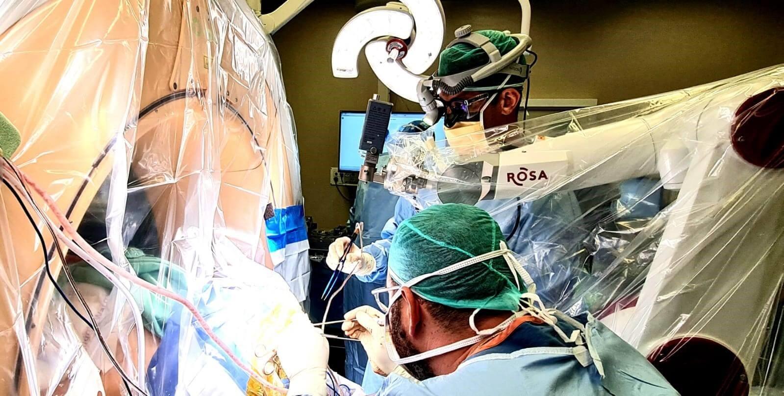 הניתוח והרובוט צילום: ליאור צור